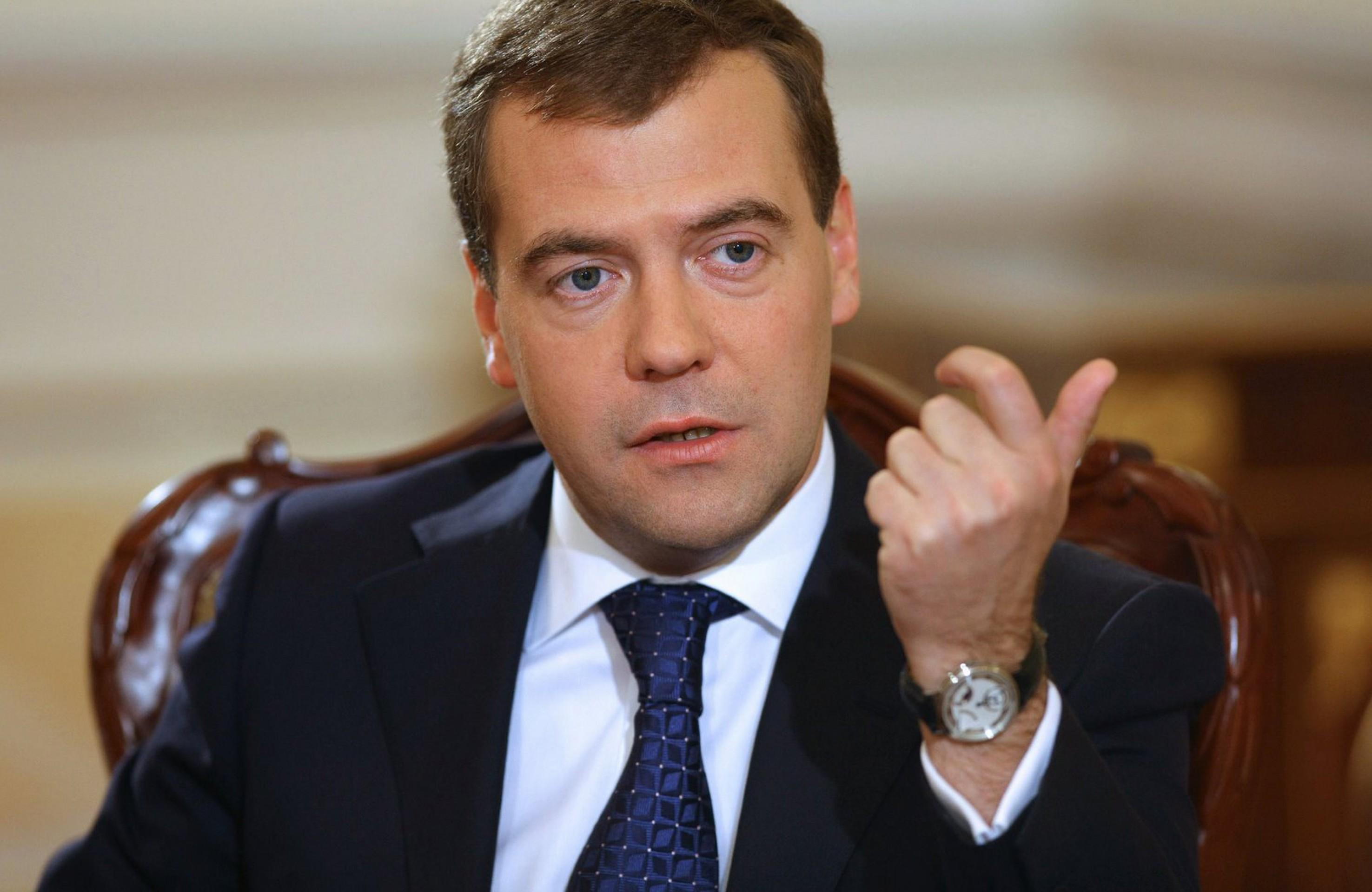 Премьер министр РФ, Дмитрий Медведев, подписал Указ об увеличении финансирования собственных лабораторий по производству ГМО и замене всех посевных материалов всех культур к срочному переходу на генно-модифицированную продукцию